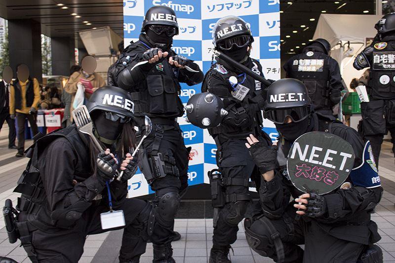 ▲ソフマップイベントでの撮影気分に浸れる撮影コーナーは会場入口に。自宅警備隊の方々も気合入ってます。