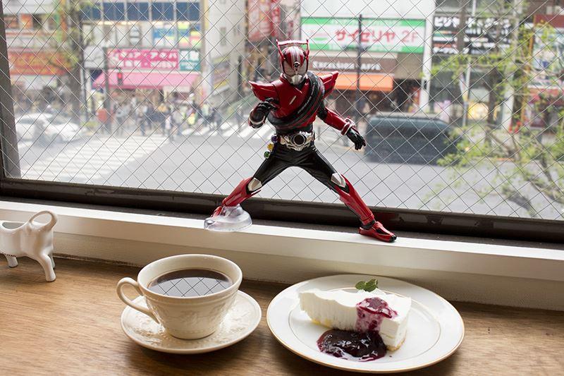 ▲仮面ライダードライブと喫茶店で休憩。