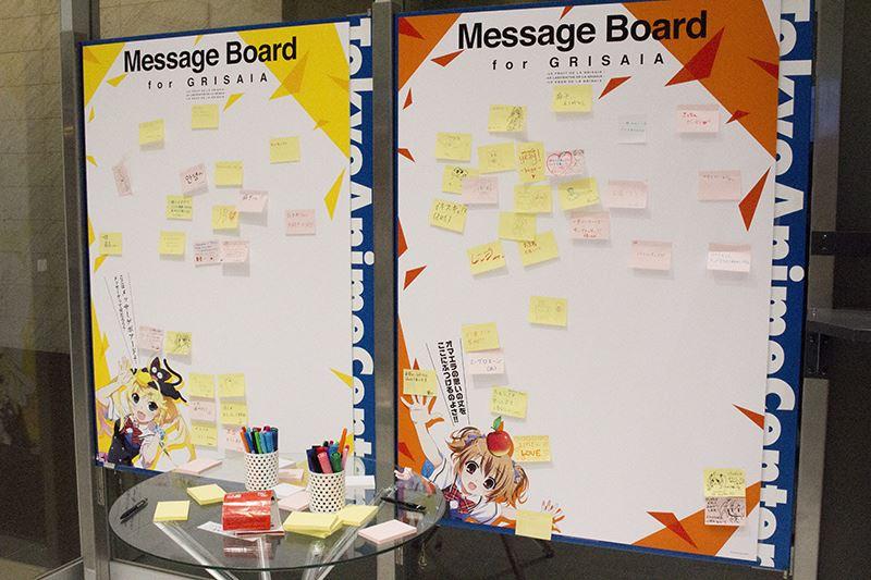▲会場内にはメッセージボードも設置。作品やキャラクターに対する熱い想いを残しておこう。