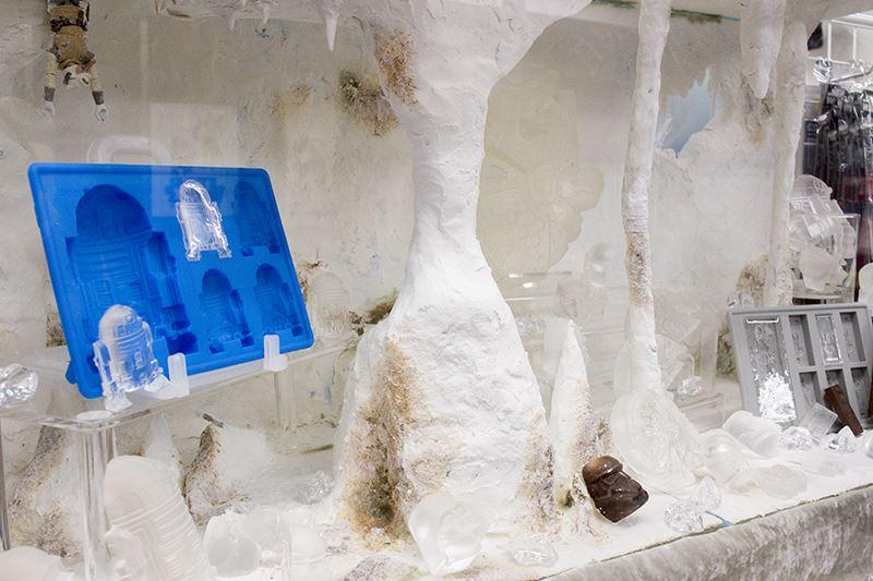 ▲「氷の惑星ホス」をイメージしたケース。