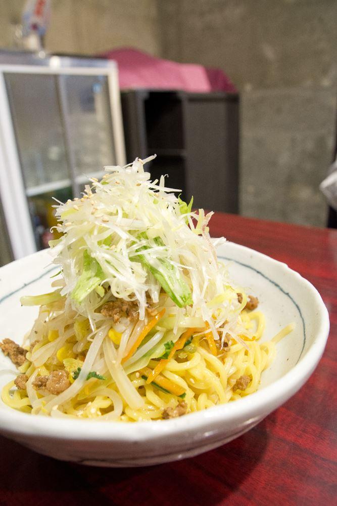 ▲どーんと盛られた麺&野菜。