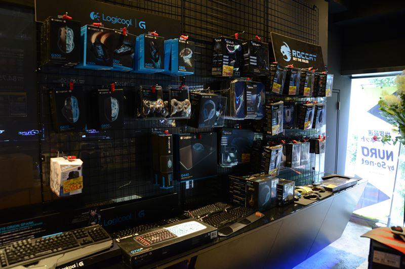 ▲キーボードやマウスなどのデバイスも販売。