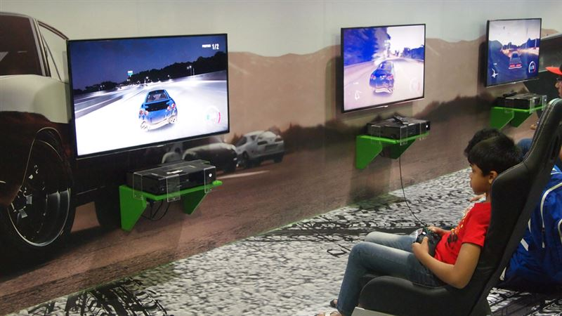 ▲Xbox Oneのレースゲームをスポーツシートでプレイ。