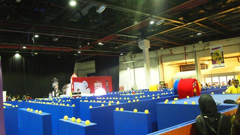 ▲リアルパックマンのアトラクション。敵はブーススタッフで参加者はパックマンとして捕まらないように黄色いゴムボールをたくさん獲得していく。