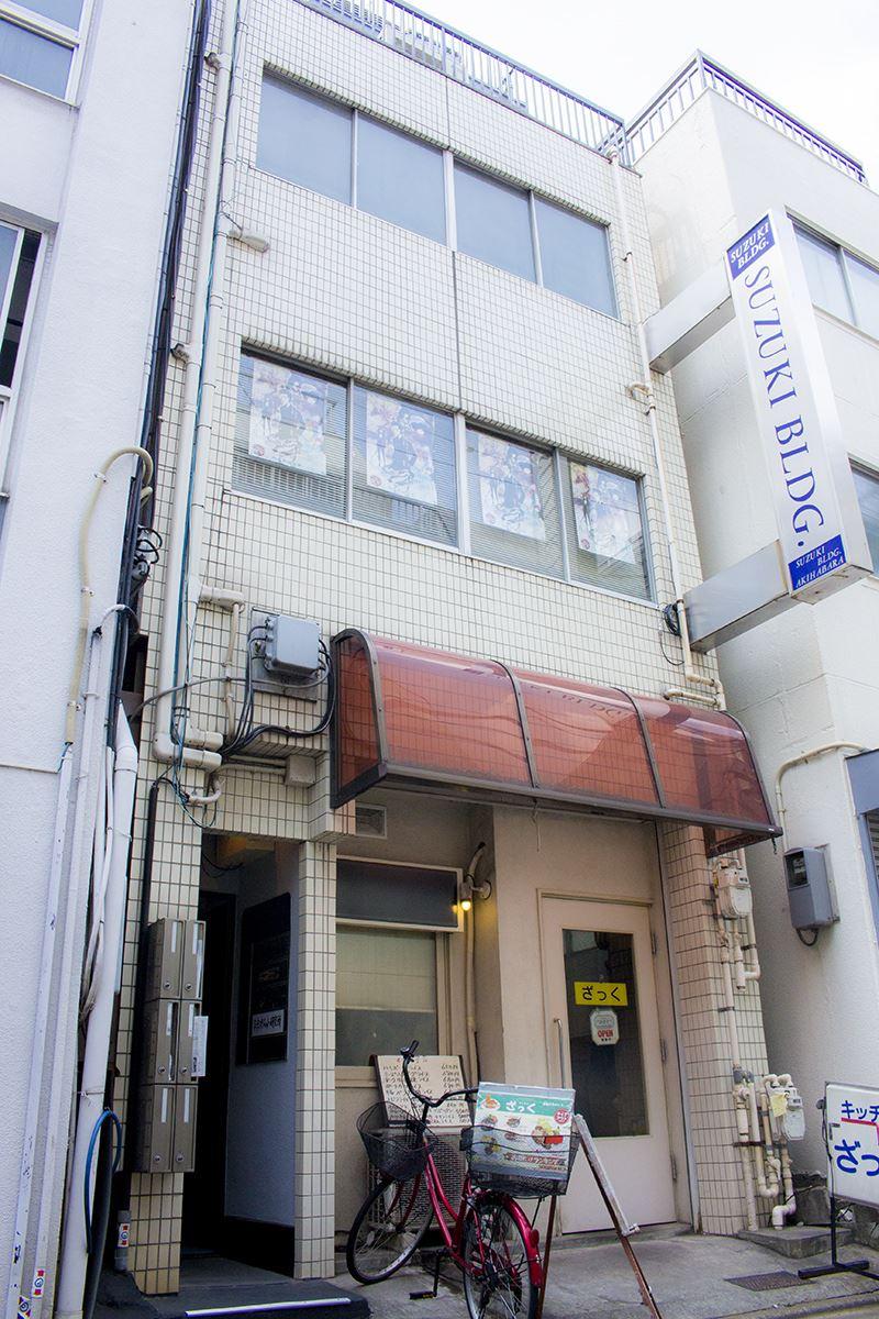 ▲モデルルームは「神田和泉町1-7-13」にあるコチラのビルの201号室。2Fの窓にあるポスターが目印。