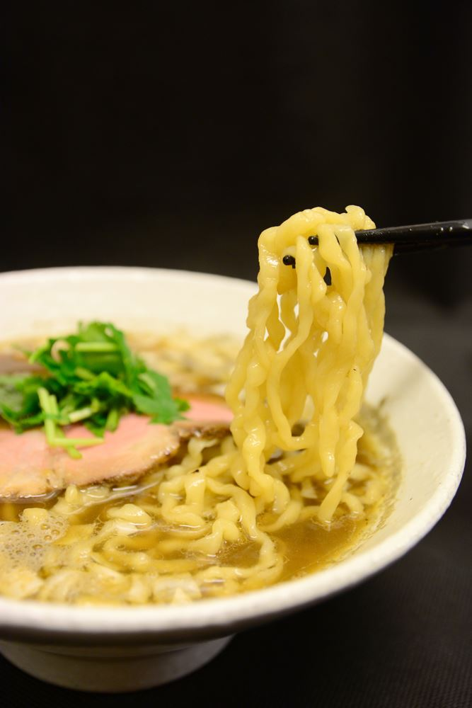 ▲濃い目のスープが麺とよく合う!