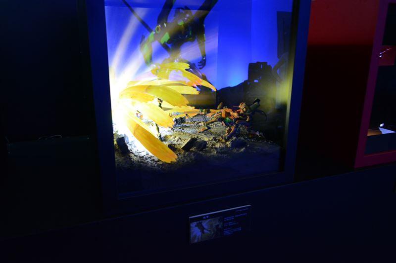 ▲海洋堂の人気フィギュア「リボルテック」と精巧なジオラマで作品を表現。