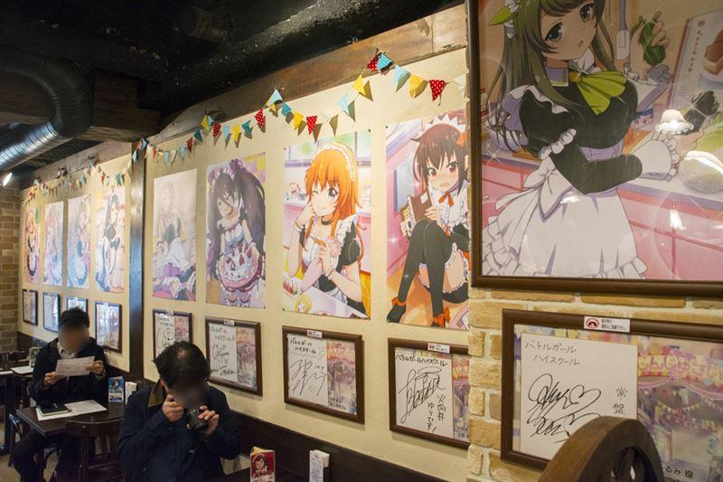 ▲店内の壁には限定イラストと、担当声優のサイン色紙が!