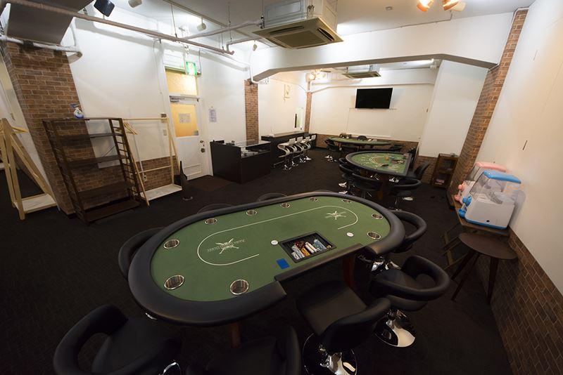 ▲店内には専用のカジノテーブルが7台用意されている。かなり広い。