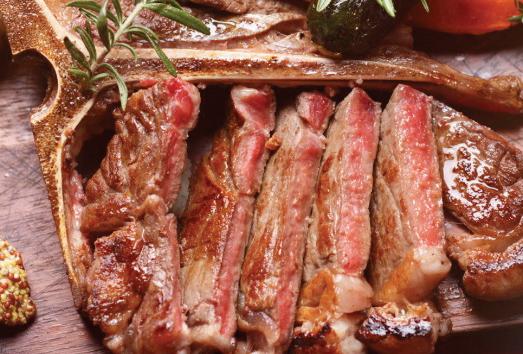 ▲肉フェス4連覇の門崎熟精肉Lボーンステーキ、三陸直送の魚料理も自慢。