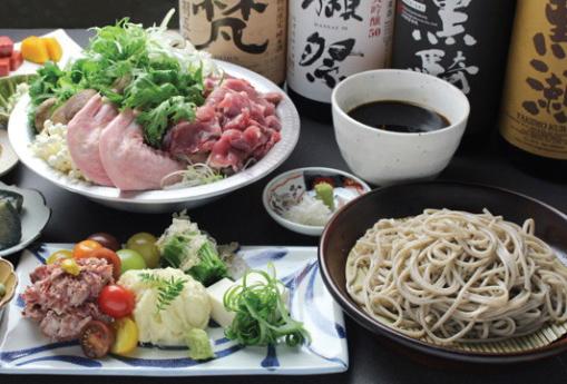 ▲つけそばスタイルで楽しむ香り豊かな蕎麦の他、酒と肴、鍋も楽しめるディナー。