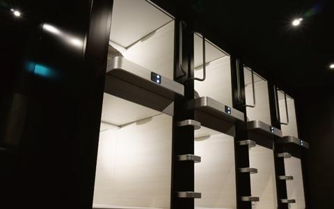 ▲宿泊ユニット。上下2段、広さ2平米。予約時にテレビ有り・無しを選択できる。