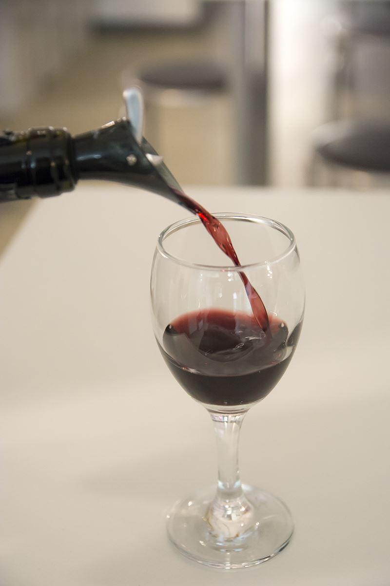 ▲色んな銘柄のワインを試すことができ、飲み比べが出来るのが楽しい。