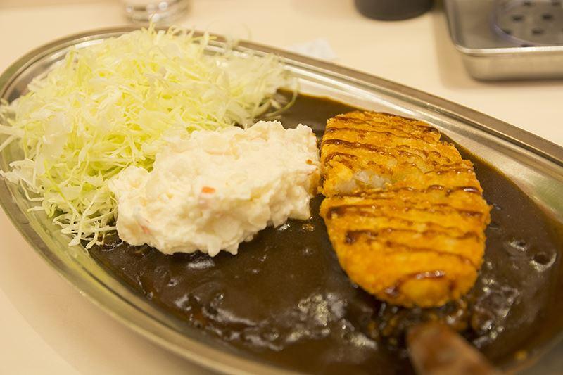 ▲コラボメニューの『レムとラムの蒸かし芋づくしカレー ~ハッシュドポテトとポテトサラダのせ~』。結構美味い。