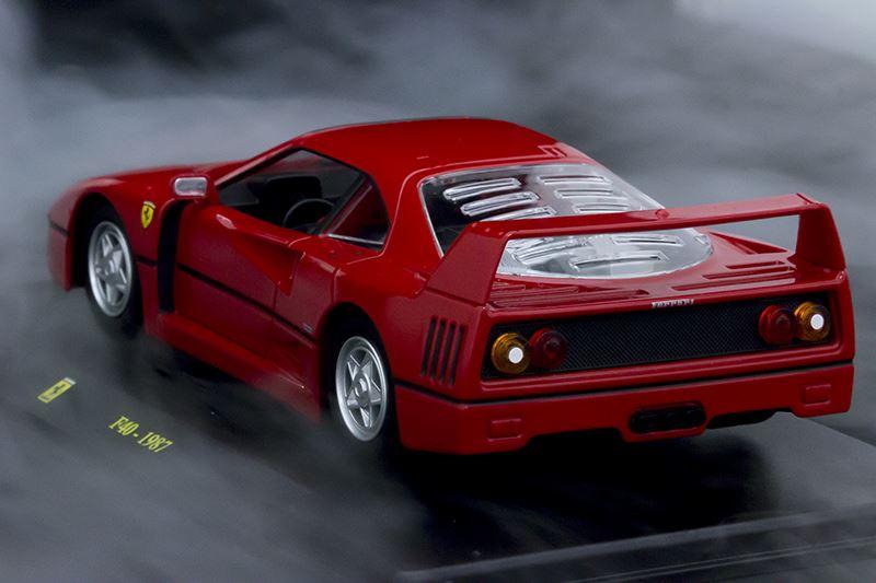 ▲エアロダイナミクスに優れ、斬新なフォルムでフェラーリのアイデンティティを具現化したのが「F40」。速度は320km/hを超える性能を誇った。