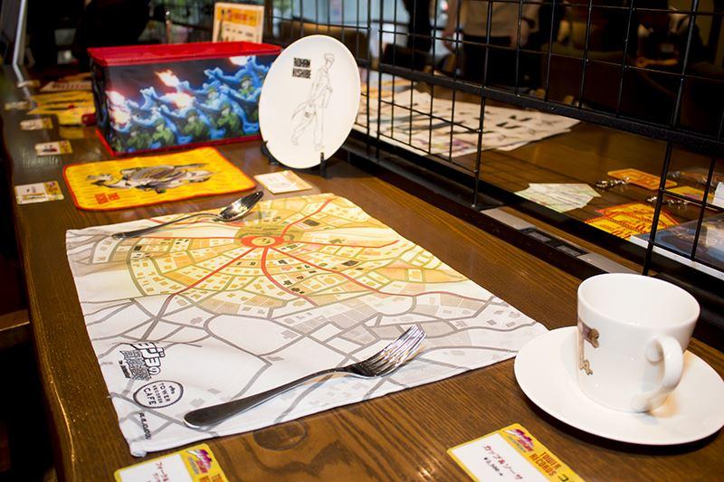 ▲タワーレコード渋谷店8F「SpaceHACHIKAI」 では設定画や声優直筆サイン展示のほか、コラボグッズの販売も実施。