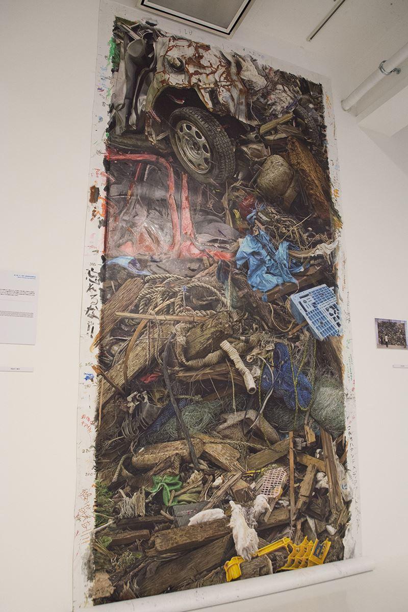 ▲第16回アート部門審査委員会推薦作品「ほんの一片」(佐野友記)。東日本大震災によって生み出された瓦礫の山を表現。