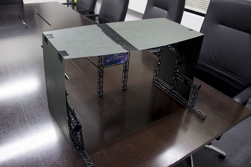▲ステージを暗くするには屋根は不可欠。こちらも画用紙を組みあせて制作。