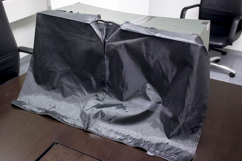 ▲ステージの背景を用意した布で覆う。
