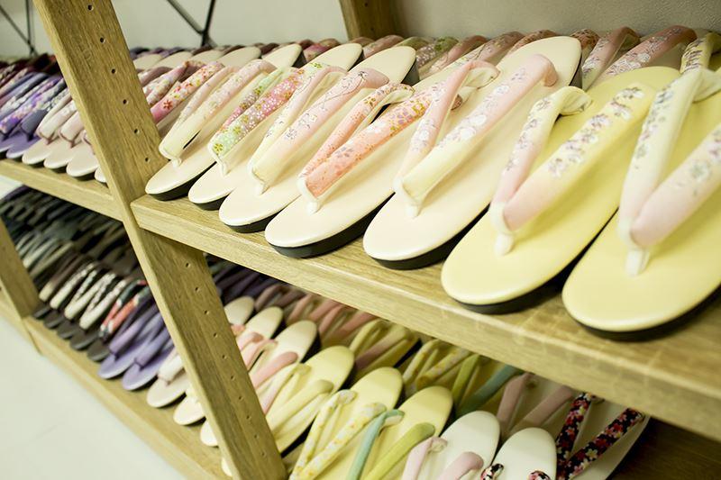 ▲草履やバッグなどの小物もレンタル可能。