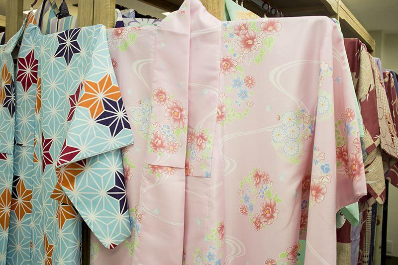 ▲「スタンダートプラン」はシンプルデザインの着物がラインナップ。