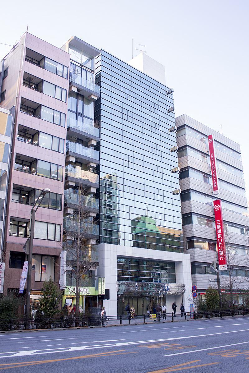 イベント会場は中央通りと蔵前橋通りの交差点付近にあるアキバCOビルの1階。三菱東京UFJ銀行・秋葉原支店の隣だ。